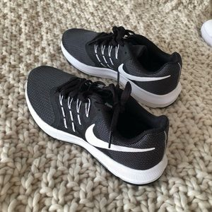 Nike running shoes size 7.5 (womens)